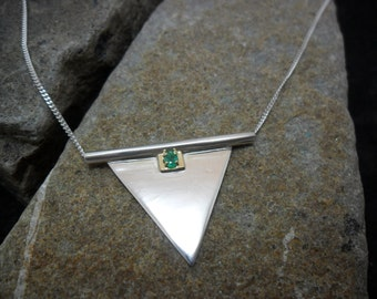 Necklace set with an emerald on 14K Gold sterling silver