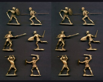 REAMSA Crusader Knights in GOLD Color Plastic - 6 Foot Poses - 12 Toy Soldiers - New Unused - Mint