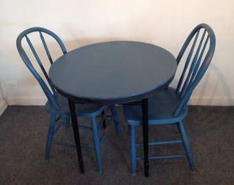 LITTLE COUNTRY / painted table and chairs / vintage