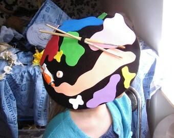beret, palette of painter!