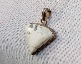 Stunning Vintage Silver Pendant with a White gem.   With Silver Chain.