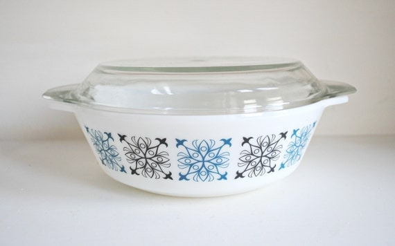 Mint Condition 1960s/70s Pyrex Casserole Dish