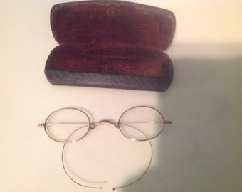 Glasses with case.