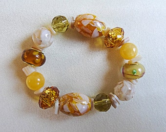 1039 - Sunny yellow chunky stretch bracelet with yellow stone chips used as spacers.