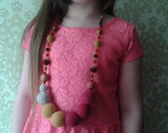 Felt Wool Nesklace.Bright necklace.Art necklace.Felt Wool.Applewood.Necklace for women.Wet felt.