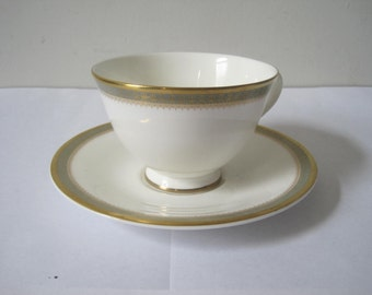 Vintage CLARENDON Royal Doulton Tea Cup and Saucer English Fine Bone China Made in England E672Bz