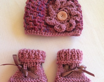 Baby Hat (Bonnet/Beanie) and Matching Booties Set.