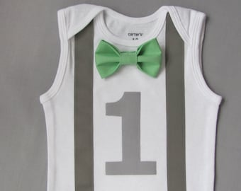 Baby Boy First Birthday Outfit - Baby Boy Clothes - Grey Suspenders and Number One w / Green Bow Tie - Baby Boy Birthday Outfit - Photo Prop