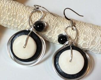 Black and White, Coco Shell Earrings, Wirewrapped Earrings, Modern Jewelry, Onyx Earrings, Womens Fashion, Wirewrap Earrings