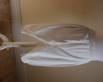 Victorian Bloomers. Scamper for the Scullery.