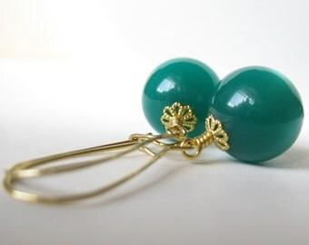Emerald green Vintage moon glow earrings In Gold