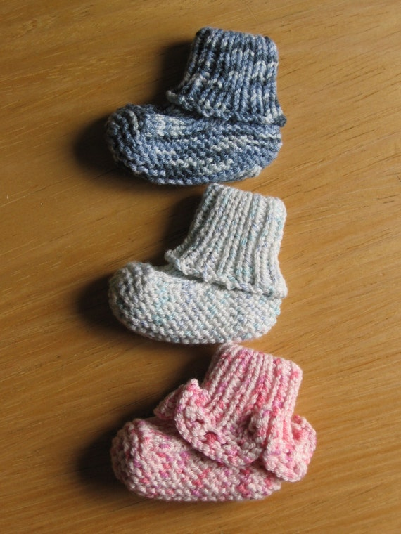 Seamless Stay-Put Baby Booties knitting pattern (pdf digital download) from N...