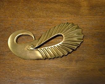 Large Vintage Sculptural Statement Belt Buckle. Gold Tone, Possibly Brass. Large