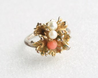 Vintage Coral White Gold Ring Modernist Vintage Spiky Glass Coral White Accent Balls Costume Ring
