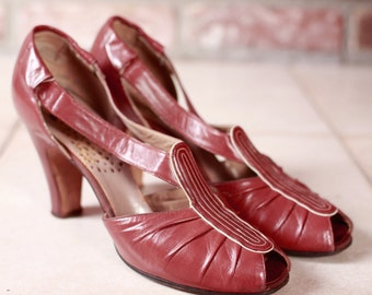 Vintage 1930s Shoes - Burgundy Leather Art Deco Heels by Peacock - 4.5 Narrow