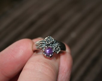 SALE...Vintage Sterling Silver flowers amethyst  stone Ring Twig Diorama  Stunning in size 6 and half