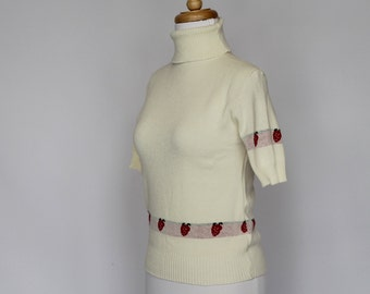 SALE - 70's Short Sleeve Turtleneck Sweater / Strawberry Border / XSmall to Small