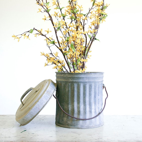 Small vintage galvanized trash can with lid industrial decor - Small trash can with lid ...