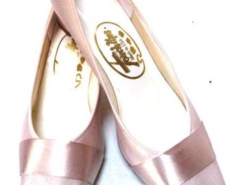 Vintage Bride Shoes, Pale Pinkish Beige Pretty Satin Bridal Pumps w/ Ribbon Emellishment, Size 10 M, Cinderella Slippers, Touch Up Brand USA