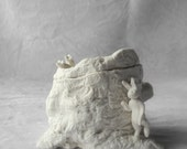 Sugar bowl - jar - tree stump in white porcelain with a rabbit and 2 mice