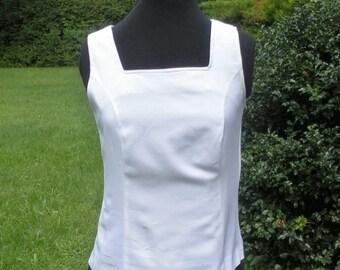 Vintage 1970s White Sleeveless Shell Top