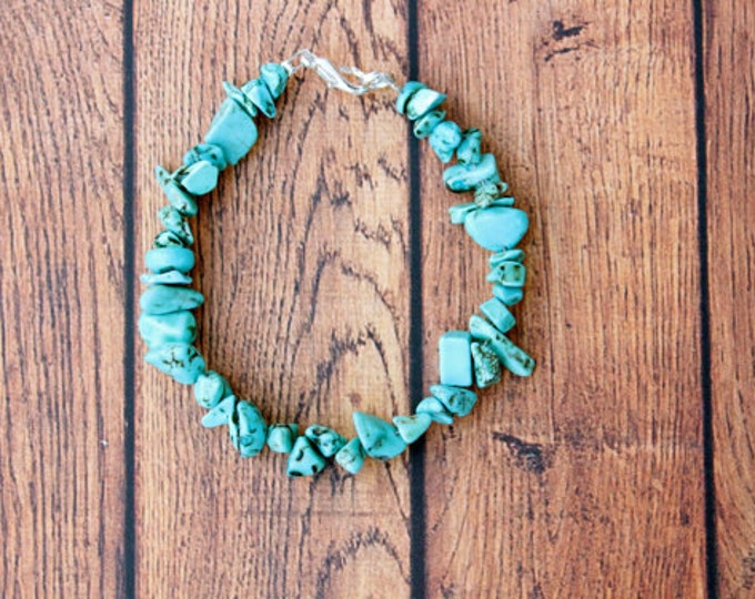 Turquoise Semi-Precious Chip Stone Bracelet.