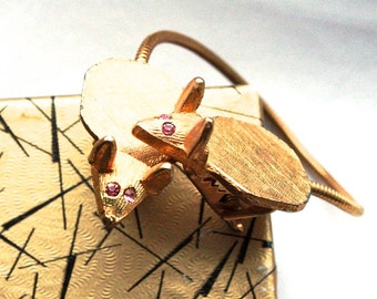RARE Vintage 1950s Sweater Clip // 40s 50s Brass Mice Cardigan Clip with Pink Rhinestone Eyes // Novelty Jewelry