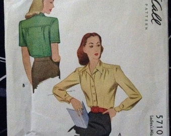Vintage 1940's Women's Blouse sewing pattern.   Mc Call.  Size 14.   No. 5710. 1944