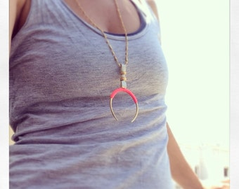 Gold Crescent Moon Necklace, Crescent Horn Necklace, Big Half Moon Necklace, Large Horn Necklace,Large Horseshoe Necklace,Moon Horn Necklace