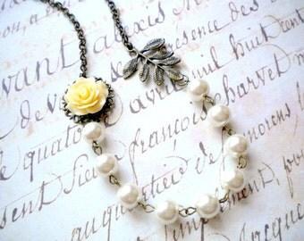Flower Necklace Leaf Bridesmaid Necklace Ivory Wedding Necklace Woodland Wedding Jewelry Rustic Bridesmaid Jewelry Pearl Bridesmaid Necklace
