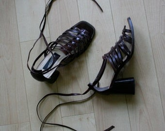 Gladiator Sandals / Vintage Summer Shoes / Chunky Stacked Wooden Heel Brown Leather Ankle Wrap Strappy Heels / Size US 7 / EU 37.5 / Uk 4.5