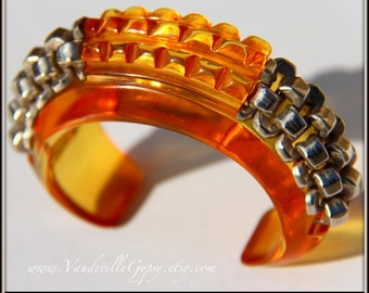 Art Deco 1930s Bracelet in Bakelite. Colour of Apple Juice, Amber. Prystal.