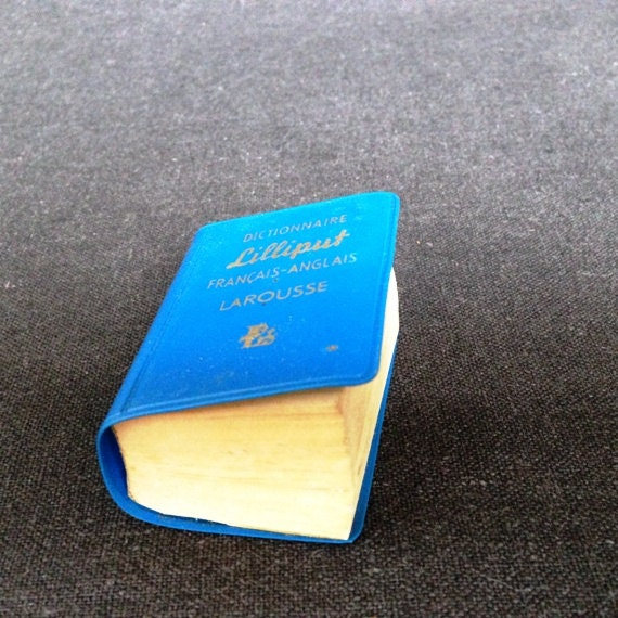 Vintage miniature Lilliput blue French-English pocket dictionary.