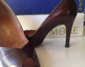 RESERVED FOR CHARLIEHORSE Vintage 1960s Frank More Brown Leather Peep Toe High Heel Pumps, Sie 7 1/2