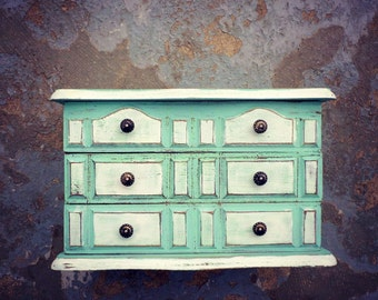F A R M H O U S E French Jewelry Box French Dresser Shabby Chic Chippy