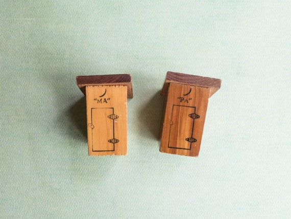 Outhouse Salt And Pepper Shakers Funny Whimsical Collectible
