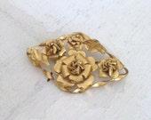 VINTAGE gold metal brooch / vintage wedding. Mother's day Gift