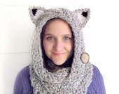 Fox Cowl Circle Scarf Hood in Chuncky Silver Gray Yarn, Reversible with two Textures and a Natural Coconut Button