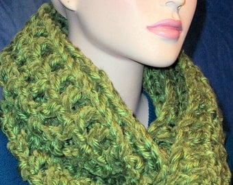 Olive Green Crochet Infinity Scarf,  Green Chunky Infinity Scarf, Handmade Infinity Scarf, Green Scarf, Green Circle Scarf