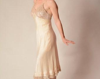 Vintage 1940s Lingerie - Rayon Full Slip - Cream Lace Boudoir Fashions Size S/M