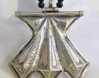 Tuareg Silver Amulet Khomissar/ Khomeissa Hamza with Onyx & Silver Beads