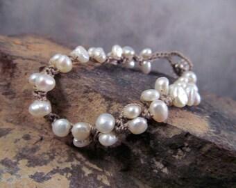 Pearl crochet bracelet, Bohemian creamy pearl, Boho Chic, Dainty, Bridal, romantic