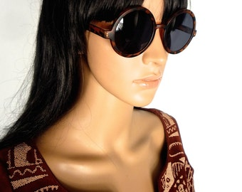 CLASSIC 60s MOD style reproduction sunglasses in Black and Green