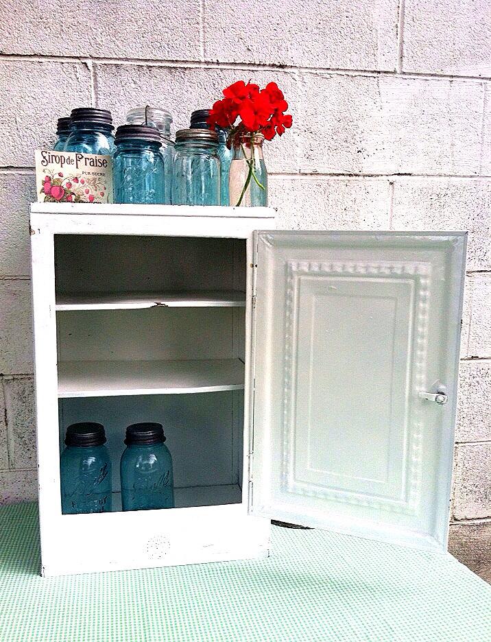 White metal cabinet large antique bread box pie safe for Antique white metal kitchen cabinets
