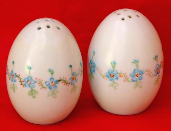 Antique BLUE For-get-me-Nots OVAL SHAKERS - Pr Salt and Pepper O & E G Austria (Royal Austria) Hand Painted Blue Exc Condition