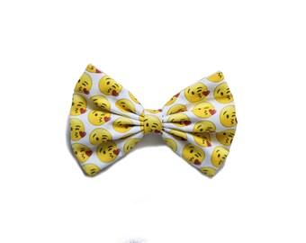 X Bow Emoji Popular items for kiss...