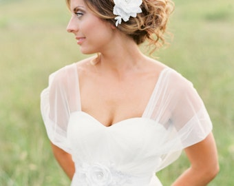Bridal Flower Hair Piece. White Flower Headpiece. Bridal Hair Comb.