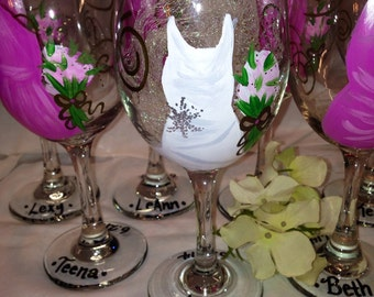 Wedding Glasses, Wedding Dress, Bridal Party, Handpainted Wine Glasses, Personalized Bridesmaides, Maid of Honor and Bride Wine Glass