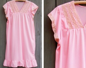 Vintage nightgown - peach sleeveless nightie with ivory lace