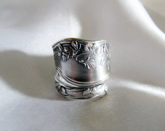 Sweet Pea Flower Spoon Ring Thumb Ring Sterling Silver Art Nouveau Symbolic of Friendship Remembrance